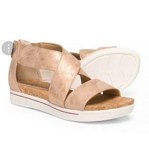 🆕Adrienne Vittadini rose gold platform sandal sz8